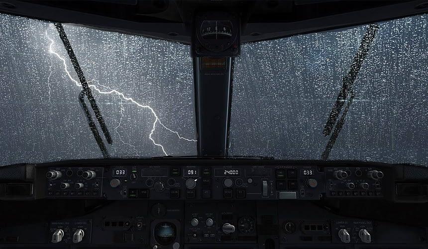 Рейс в Анталью задержали из-за удара молнии-Новости туризма в России и мире