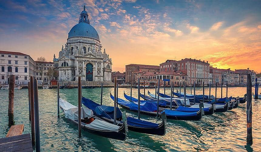 Коронавирус вмешался в отдых туристов в Италии-Новости туризма в России и мире